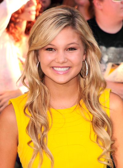 Olivia Holt's Long, Romantic, Wavy, Blonde Hairstyle