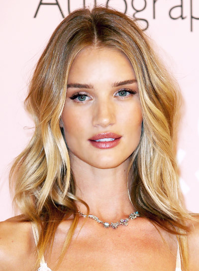 Rosie Huntington-Whiteley with a Long, Blonde, Wavy, Romantic Hairstyle Pictures