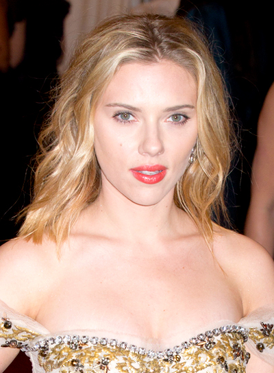 Scarlett Johansson's Medium, Wavy, Romantic, Blonde Hairstyle