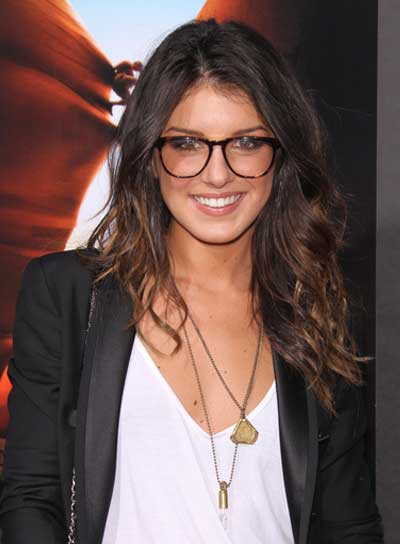 Shenae Grimes Wavy, Tousled, Brunette Hairstyle