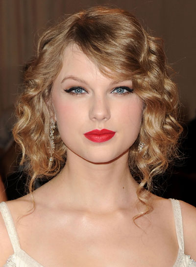 Taylor Swift Medium, Blonde, Curly Updo