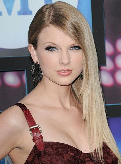 Taylor Swift Straight, Romantic, Blonde Hairstyle