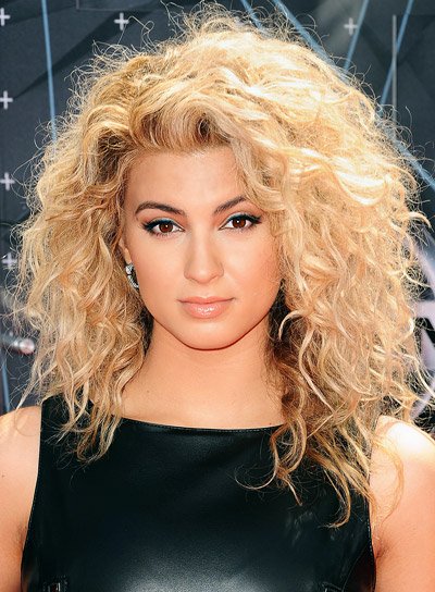 Tori Kelly's Long, Blonde, Curly, Sexy Hairstyle Pictures