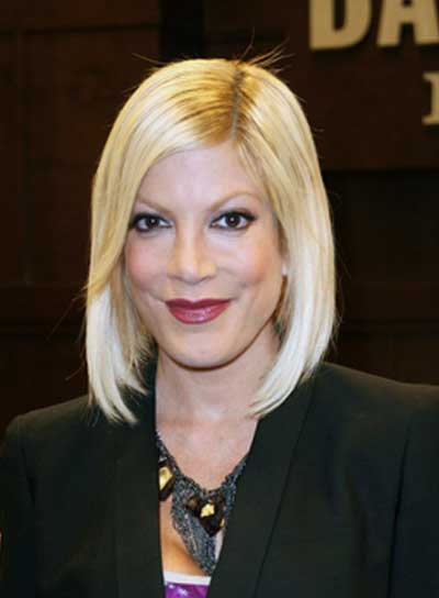 Tori Spelling Medium, Blonde, Straight, Chic Bob
